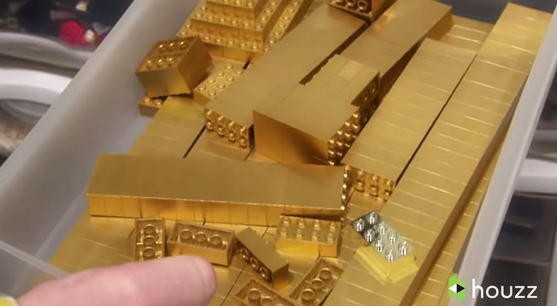 asombroso sotano lleno de piezas de lego - lego dorado