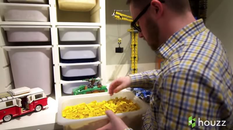 asombroso sotano lleno de piezas de lego - organizacion